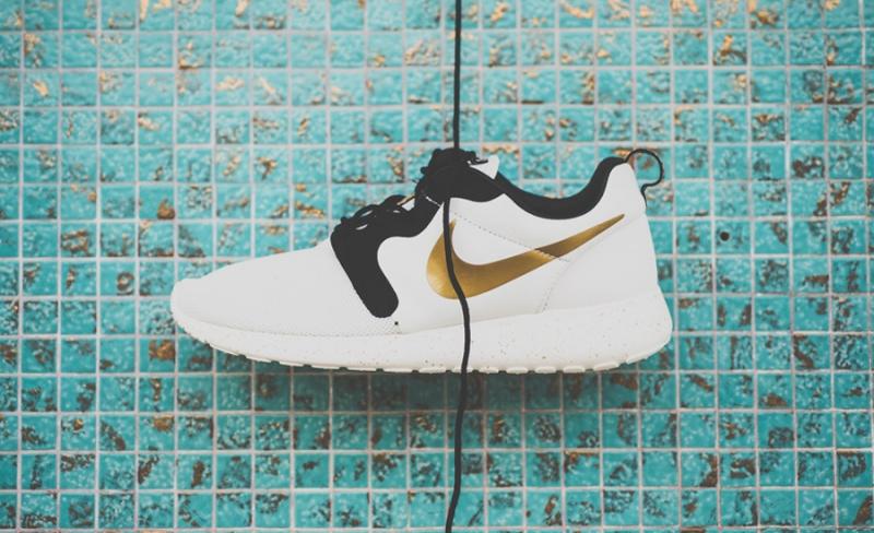 Nike Roshe Run HYP Gold Hypervenom